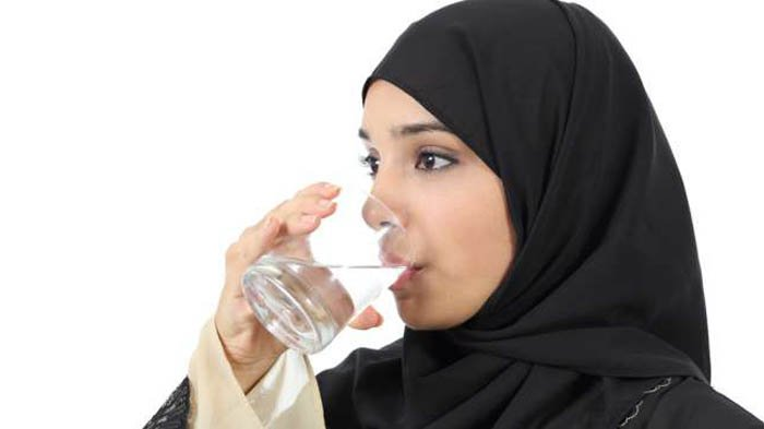 5 Adab Minum Dalam Islam Yang Harus Diketahui - Tips